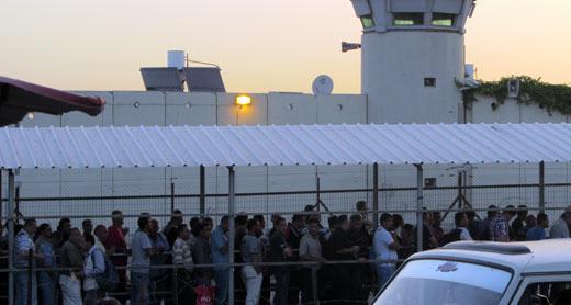 eyal_checkpoint_btselem