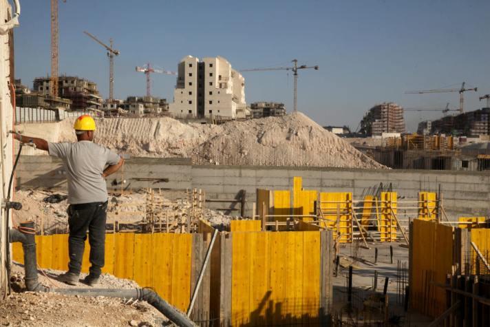 A Palestinian worker in in Beit Shemesh, November 2019. Credit: Gil Cohen Magen [Haaretz]