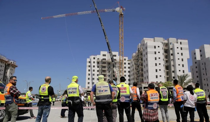 Building site where four workers were killed in a crane collapse, Yavne, May 19, 2019. Credit: Ilan Assayag [Haaretz]